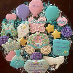 Cookies para festa da Cinderella por Claudia Eichelberger