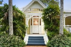 Aussie Yellow House ♥ the gingerbread trim & blue painted stairs