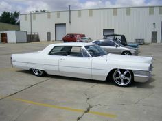 Cadillac : DeVille yes