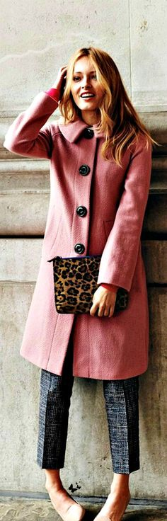 Fun Bright coat, with slacks and pointed flats or heels, with animal clutch Fall Winter Outfits, Autumn Winter Fashion, Winter Chic, Sporty Chic, Divas, City Style, Swagg, New York Fashion, Leopard Clutch