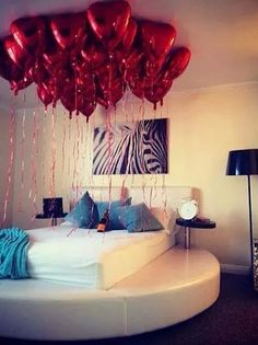 1000 images about romantic room by jou on pinterest for Bed decoration with flowers and balloons
