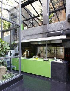 12 Kitchens with Color: Interior designer Estrella Salietti transformed a garage in Sant Gervasi, a suburb in Barcelona, into a light and color-filled home. Love this interior! Interior Design Kitchen, Interior And Exterior, Exterior Design, Color Interior, Interior Modern, Kitchen Designs, Green Kitchen, Kitchen Colors, Nice Kitchen