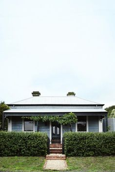 A love for gardening and a dream of creating a botanical oasis lead Andrew Lowth and Nigel Smith to purchase a classic. (cottage homes exterior) Cottage Exterior, Interior Exterior, Exterior Colors, Exterior Design, Weatherboard House, Queenslander, Cottage Renovation, The Design Files, Australian Homes
