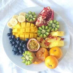 Hydrating Fruity Breakfast Plate!  We're enjoying this juicy plate with some green smoothies this morning 💚! Hope you all have an awesome day! 👊🏽 www.mindful-morsels.com  @mindfulmorsels #mindfulmorsels  #wfpb #plantbased #vegan #glutenfree #glutenfreevegan #veganfoodlovers #veganfoodshare #vegansofvancouver #cleaneating #cleaneats #letscookvegan #healthyfood #veganfoodspot #vegansofig #dairyfree #eggfree #alivemagazine #gastropostvan #pnw #yvr #naturesfare #feedfeedvegan #hydration…