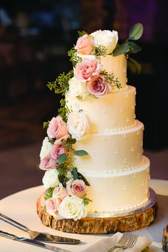 Three tier iced wedding cake decorated with fresh flowers. Images by Virginia Photography 2 Tier Wedding Cakes, Pretty Wedding Cakes, Floral Wedding Cakes, Amazing Wedding Cakes, Wedding Cake Rustic, Elegant Wedding Cakes, Wedding Cakes With Flowers, Wedding Cake Designs, Vintage Wedding Cakes