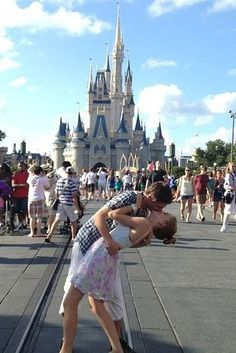 16 Things No One Tells You About Disney World Vacations || Though I don't like the sarcasm or negativity, a lot of these things are true!