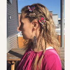 "Heli sanoo Instagramissa: ""#cornrows with butterflies for Mayday festivities 🎉🎈 . . Upcycled leather earrings by @rokrokinc 😍 . . . . #värikäsvappuletti #braidinghair…"""