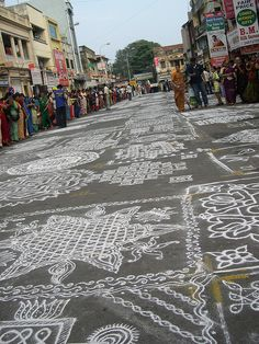 Kolam, or rangoli, contest during a festival in Mylapore, India. Simple how-to on these beautiful designs at www.kolangal.kamalascorner.com/search/label/For%20Beginners