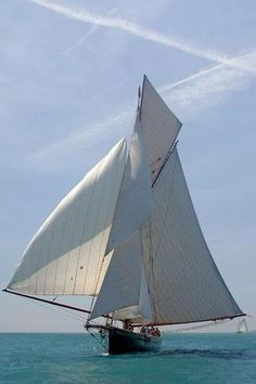 """Cutter """"Marigold"""", designed by Charles E. Nicholson, built in 1892"""