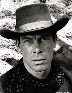 Lee Marvin, Guns, Hollywood, Celebs, Actors, Westerns, How To Wear, Faces, Movie