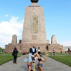 Headstandin' on the equator!!!!! 🤸♀️ // Mitad del Mundo (middle of the world) 🌎