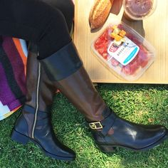 Think we just found the perfect boots for fall weekends @michaelkors #spotlight