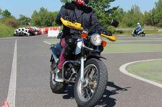 B111 Ausbildung - Motorräder und Roller mit einem Hubraum von bis zu 125 ccm fahren? Der B111 macht's möglich. Wer bereits 5 Jahre lang den B-Führerschein besitzt, wird in einer Praxisausbildung von sechs Stunden zum Biker.