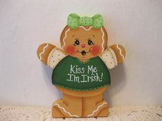 HP Gingerbread St Patricks Day Kiss Me... SHELF SITTER hand painted USA