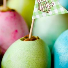 These creative and delicious Easter egg cupcakes will be a sure hit this Easter Day. Not sure how to make one? No problem. Stefani from Cupcake Project made a detailed tutorial to show us how.  Photo credit: J. Pollack Photography (http://www.jpollackphoto.com)