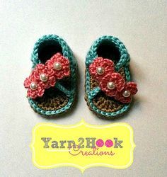 Beautiful baby sandals. Pattern for sale via ravelry. Great resource for (free) crochet and knitting patterns.