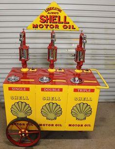 Old Gas Pumps, Vintage Gas Pumps, Shell Station, Harley Davidson, Royal Dutch Shell, Vintage Oil Cans, Pompe A Essence, Cool Garages, Standard Oil