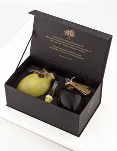 Olives are produced from select family-owned groves of Troya. Carefully harvested by hand, the olives are then cold pressed the same day to extract the best quality olive oil leaving the aromas and flavor unaltered. Olive Oil Packaging, Cool Packaging, Packaging Design, Olives, Olive Harvest, Red Packet, Olive Oil Bottles, Box Storage, Limoncello