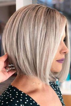 20 Incredible Bob Hairstyles for Fine Hair in 2019 - Short Hair Styles Stacked Bob Hairstyles, Oval Face Hairstyles, Haircuts For Fine Hair, Short Bob Haircuts, Fine Hair Bobs, Hairstyles Men, Medium Thin Hairstyles, Bob With Fringe Fine Hair, Bob Hairstyles How To Style
