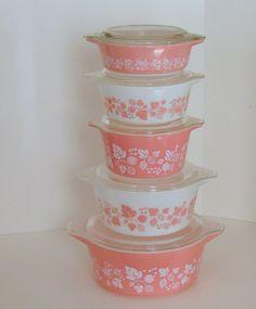 Pyrex Gooseberry pink casseroles w.lids