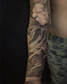 Phoenix full chest tattoo in progress Chest Tattoo Asian, Full Chest Tattoos, Asian Tattoos, Rose Tattoos, All Tattoos, Tattoos Pics, Tatoos, Alone Tattoo, Japanese Sleeve Tattoos