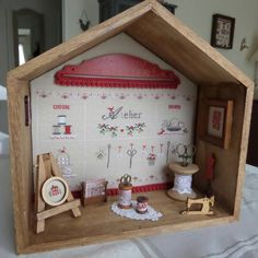 Broderies mars 2017 023-1 Vitrine Miniature, Cross Stitch Finishing, Sewing Rooms, Mars 2017, Le Point, Sweet Home, Holiday Decor, Crafts, Boxes