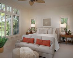 Habitación principal, persianas de madera y salita