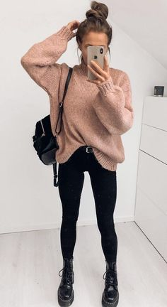 18 Cute Fall Outfits To Get You In The Sweater Weather Mood - Looking for a new fall outfit but don't know where to start? Check out these 18 super cute fall fashion ideas to get you in the sweater weather mood! SEE DETAILS Winter Outfit For Teen Girls, Winter Outfits For School, Winter Outfits Women, Casual Winter Outfits, Winter Fashion Outfits, Fashion Ideas, Autumn Outfits, Warm Outfits, Summer Outfits