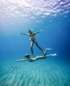 photography underwater under the sea Photo Best Friends, Best Friend Pictures, Bff Pictures, Best Friend Goals, Summer Pictures, Beach Pictures, Cool Pictures, Photos Bff, Underwater Pictures