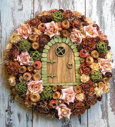 Фотография Pine Cone Art, Fairy Crafts, Wreaths And Garlands, Fall Bouquets, Diy Wreath, Home Crafts, Fall Decor, Christmas Wreaths, Floral Wreath
