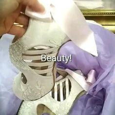 Νυφικά παπούτσια σε light pink με δαντέλα και χαμηλό τακούνι Divina