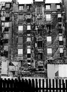 1972 - Belleville démoli - Paris Unplugged Menilmontant Paris, Belleville Paris, Paris 1900, Photo Lens, Paris Cafe, Vintage Paris, Concrete Jungle, Paris Photos, Yesterday And Today