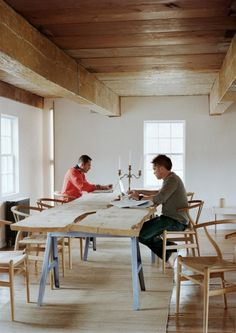 maple table - Ten Broeck Cottage  http://www.messanaororke.com/projects/TenBroeck/TenBroeck001.html