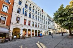 CBRE Global Investors announces the acquisition of Karl Johans gate 12 Oslo from Norwegian Lights A/S. The asset comprises two mixed use properties extending to 2200 m of high street retail a 181 bedroom city centre hotel and 2700 m of offices with frontage on Karl Johansgate and Kirkegata.