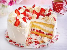 Our popular recipe for strawberry raffaello cake and more than other free recipes on LECKER. Our popular recipe for strawberry raffaello cake and more than other free recipes on LECKER. Delicious Cake Recipes, Easy Cake Recipes, Yummy Cakes, Cookie Recipes, Yummy Food, Free Recipes, Raffaello Cake Recipe, Torte Au Chocolat, Low Fat Cake