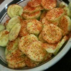 Pepinos bien frescos con chingos de limón y Tajín  Fresh cucumbers with a lot of lime and Tajín chili powder