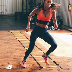 Make your workout count in the New Balance Newbury Collection. Leggings have the bonded contour waistband with laser scallop edge while the women's workout top flaunts a supportive built-in bra and sweat-wicking NB Dry technology.