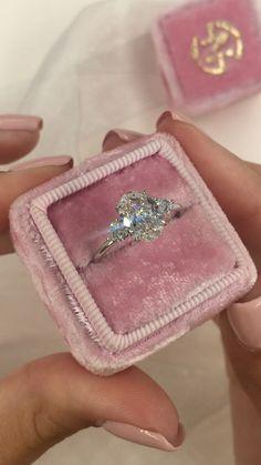 Diamond rings 578642252111373690 - Oval diamond three stone engagement ring Source by Three Stone Engagement Rings, Beautiful Engagement Rings, Diamond Engagement Rings, Vintage Engagement Rings, Mode Chic, Bridal Ring Sets, Diamond Wedding Bands, Platinum Wedding Rings, Unique Rings