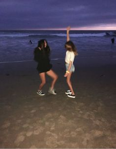 F o r e v e r bff pictures, summer pictures, best friend goals, best friend pictures, insta Foto Best Friend, Best Friend Photos, Best Friend Goals, Friend Pics, Cute Friends, Best Friends, Dream Friends, Friends Girls, Photos Bff
