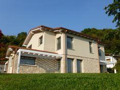 Villa in legno stile classico - Caprino (BG) Design Case, Bed And Breakfast, Shed, Villa, New Homes, Loft, Exterior, Outdoor Structures, House Design
