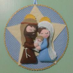 9 Beautiful ideas to make miniature Christmas birthdays ~ lodijoella Felt Christmas Ornaments, Christmas Nativity, Christmas Art, Miniature Christmas, Felt Crafts, Christmas Crafts, Diy And Crafts, Creative Christmas Gifts, Handmade Christmas