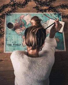 Map girl messy bun wanderlust road trip vacation planning holiday travel maps, world map travel Hipster Vintage, Style Hipster, Travel Maps, Travel Photos, Travel Trip, World Map Travel, Shopping Travel, Travel Logo, Travel Luggage