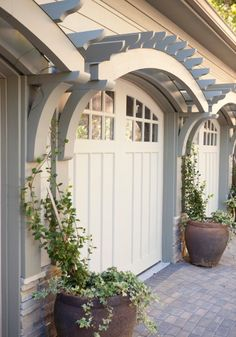 Curved trellis over garage doors. CURB APPEAL – traditional garage and shed by. - Curved trellis over garage doors. CURB APPEAL – traditional garage and shed by Three River Stone - Garage Pergola, Pergola Plans, Pergola Roof, Pergola Ideas, Pergola Kits, Garage Trellis, Patio Ideas, Diy Trellis, Diy Patio