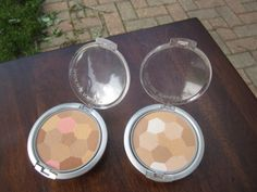 Physician Formula powder palette multi-colored in light bronzer and beige. Lightly used. $5 each/$9 for both or swap.
