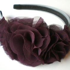Learn how to make a headband full of ruffles with this easy to follow tutorial! Headband Tutorial, Diy Headband, Flower Tutorial, Headband Flowers, Diy Projects To Try, Crafts To Make, Fun Crafts, Arts And Crafts, Diy Flowers