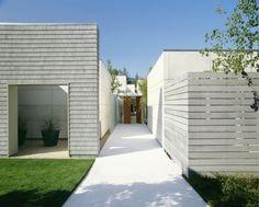 Garden: Main Entrance Modern Single House Design With White Exterior Color Decorating Ideas Wooden Wall And Green Grass Garden Ideas