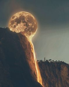 The Moon is melting. : pics