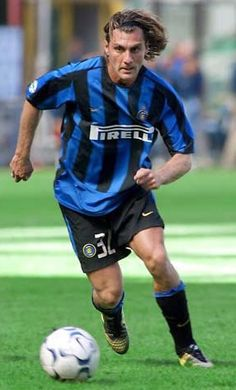 Bobo Vieri - 144 goal with FC Inter team Football Awards, Best Football Players, Good Soccer Players, Football Stadiums, Football Kits, Football Soccer, Christian Vieri, Legends Football, Association Football