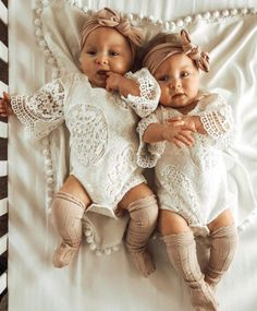 Kids - newborn,baby-Take a Look At Some Of These Incredibly Cute Baby Girls twins newborn baby World's Cutest Baby, Cute Baby Twins, Twin Baby Girls, Twin Babies, Little Babies, Babies Pics, Newborn Baby Girls, Twin Newborn, Baby Kids