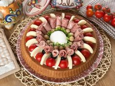 La torta salata con base morbida è uno sfizioso antipasto, di grande effetto, da farcire con salumi a piacere. Ottimo anche a base di pesce. Party Finger Foods, Finger Food Appetizers, Appetizers For Party, Appetizer Recipes, Vegetable Decoration, Vegetable Design, Dessert Packaging, Party Trays, Happy Foods